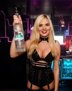 Topless-Bartender-00025